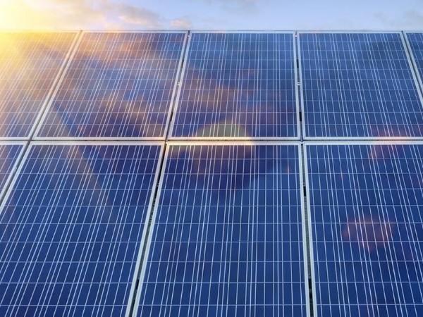 产能压制叠加双玻组件兴起 光伏玻璃高景气度2021年将延续