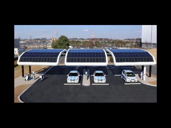 """太阳能光伏发电成了村里致富的""""金钥匙"""""""