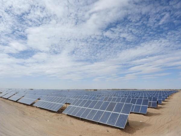 光伏发电站让沙漠重现生机——星火太阳能
