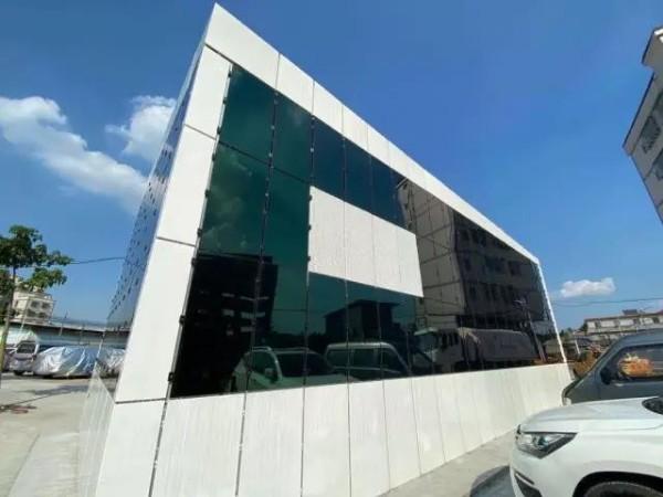 """""""水晶盒子""""能发电!广州首座太阳能光伏发电储能配电房投产"""