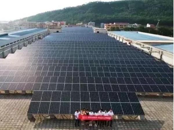 都2021年了太阳能发电咋还没普及?先看看光是怎么变成电的!