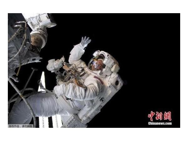 开启10次太空行走 宇航员更换空间站太阳能板电池