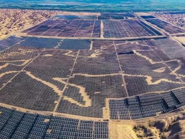 探访全国最大沙漠生态光伏发电站,震撼!--星火太阳能