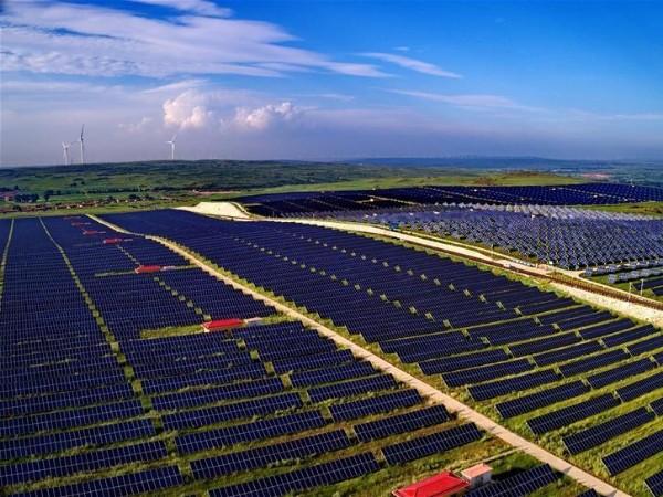 下雪天太阳能板电池板还能发电