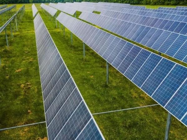 今年的雪这么大,你的太阳能板还发电吗?