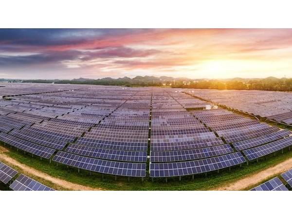 光伏发电推动能源产业绿色发展