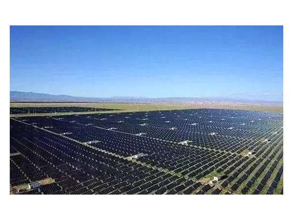 """技术进步,""""反太阳能""""电池板在夜间持续供电"""