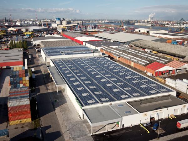 企业屋顶都在安装光伏电站