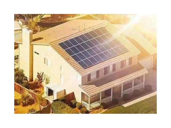 农村利用闲置屋顶安装光伏发电,一年能收入多少钱?