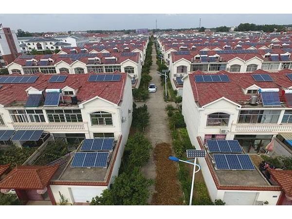 """我家屋顶会发电! 从中国首个""""光伏村""""到""""千乡万村沐光"""""""