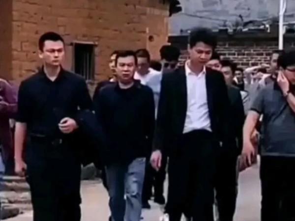 许华升到广东怀集安装路灯引发热议,广西不是更穷吗,一起来看看