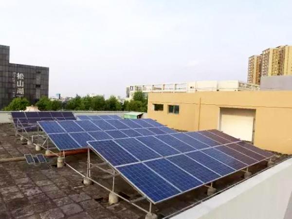 松山湖別(bie)墅屋頂(ding)光伏(fu)發電工程案例
