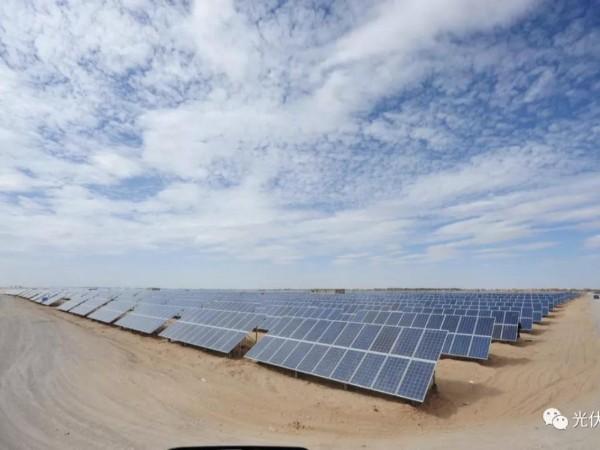 光伏发电站让沙漠重现生机--星火太阳能