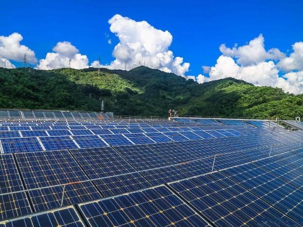 青海省建成两个千万千瓦级可再生能源基地